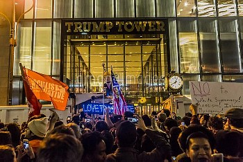 全米各地で「反トランプ」デモ