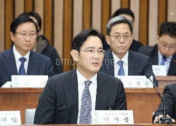 SEOUL, Dec. 6, 2016 (Xinhua) -- Samsung Electronics Vice Chairman Lee Jae-yong attends the first par