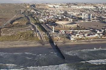 米国とメキシコ国境の壁 border by air