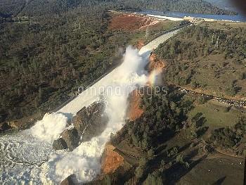 ダムの放水路壊れ19万人に避難勧告=米カリフォルニア州オーロビルダム Mandatory Evacuation Order for Oroville Dam After Record Rains