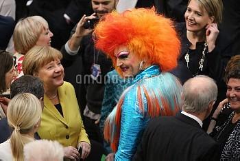 独大統領選に参加したドラァグクイーンのオリビア・ジョーンズ氏 Berlin: Federal Presidential Election