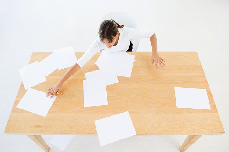 どんどんたまってく紙ものに!家にある書類がスッキリ片付くアイディアのタイトル画像