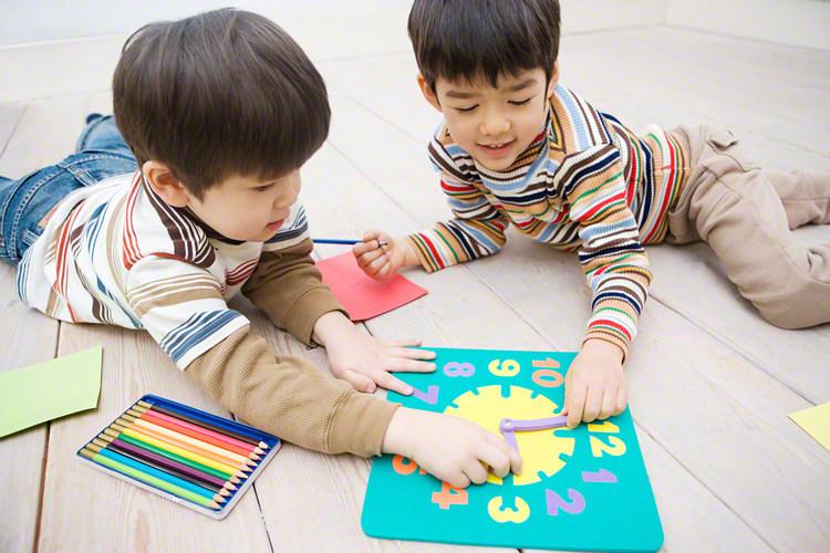 自分はどうやって覚えたんだろう?子どもに時計の見かたを教える効果的な方法とはのタイトル画像