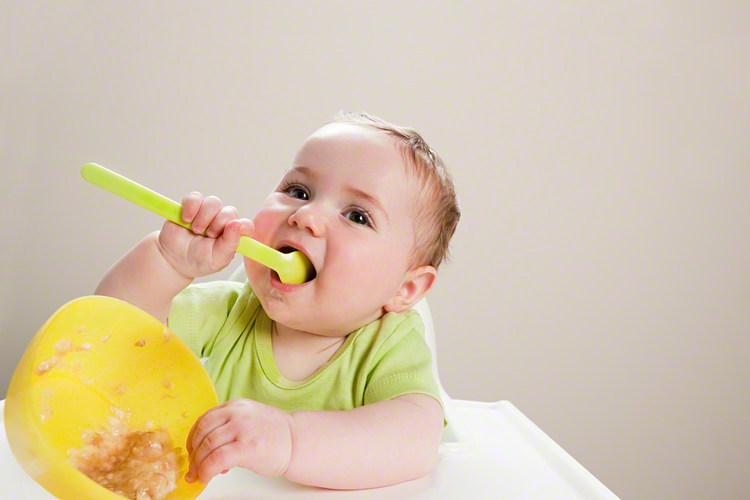 手づかみ食べ、いつまでさせる?手づかみ食べのメリット・デメリットの画像1
