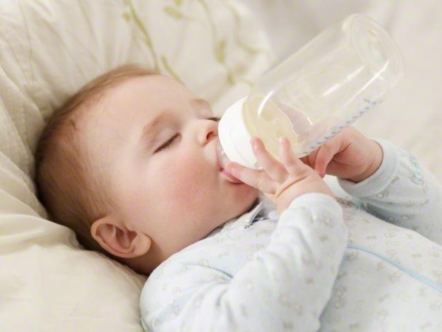 毎日のミルク作りが大変!手軽に安全なミルクを作る方法は?のタイトル画像
