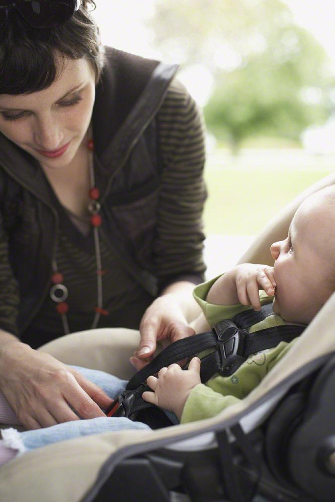 新生児のチャイルドシートの乗せ方伝授!車での移動時の注意点もの画像4