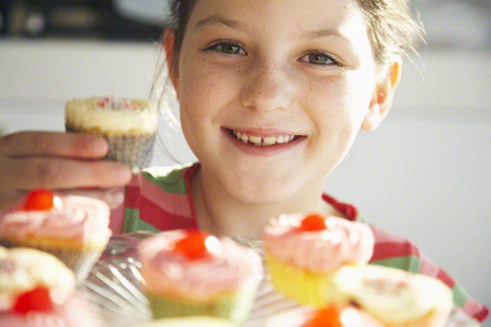 【バレンタインレシピ】工作っぽくて楽しい!子どもと一緒に作れる♡ カップケーキレシピ5選のタイトル画像
