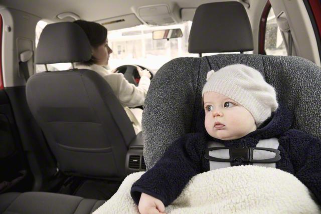 新生児のチャイルドシートの乗せ方伝授!車での移動時の注意点ものタイトル画像