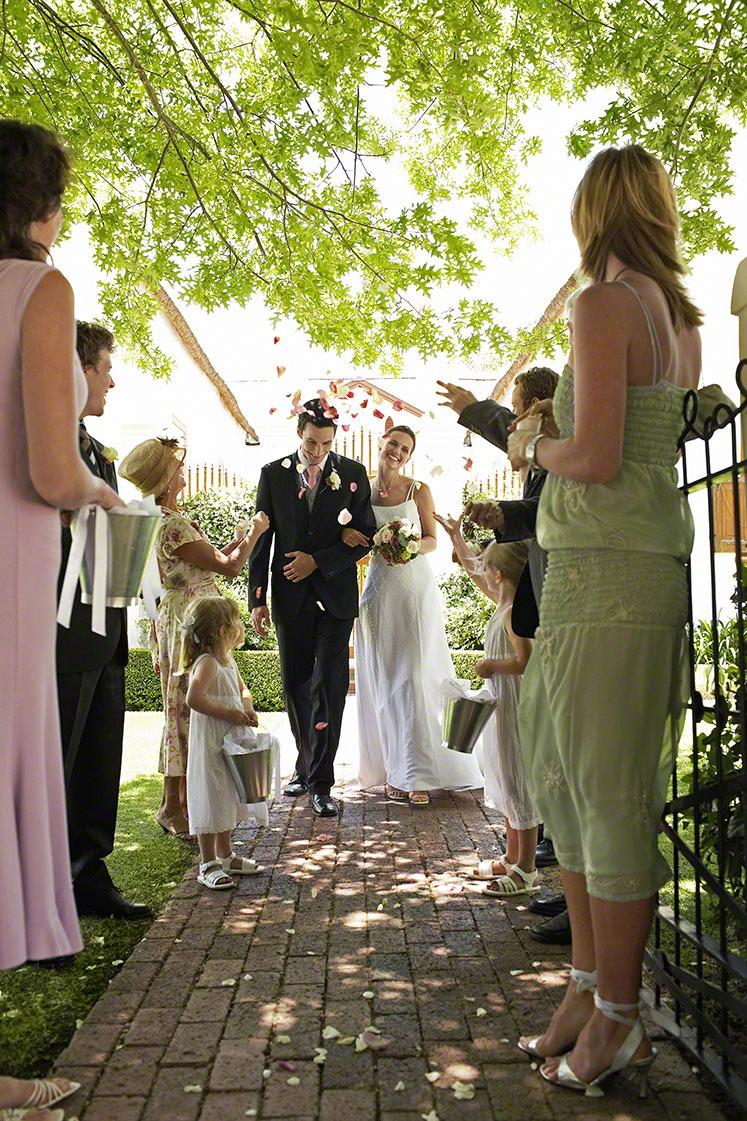 結婚式の赤ちゃんの服装・ドレスは?マナーと男女別おすすめ服・ドレス8選の画像2