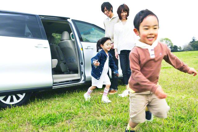 子連れママの外出は車が便利で人気!車移動を楽にするコツとは・・?のタイトル画像