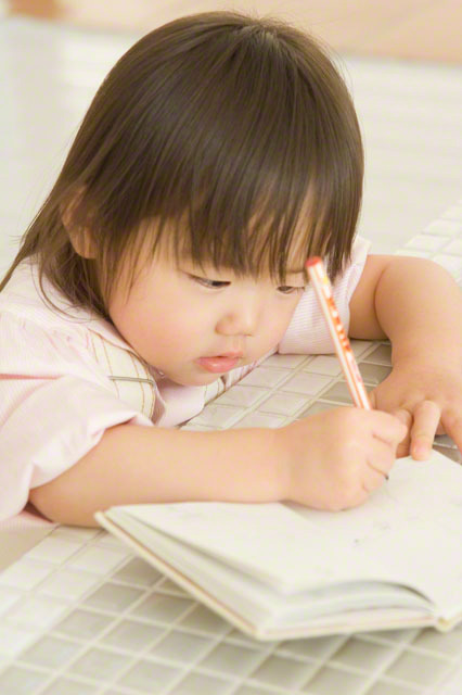 過熱する英語教育…でも日本語は大丈夫?幼児期に大切にしたい親子のコミュニケーションの取り方とはのタイトル画像
