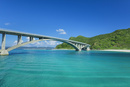 阿嘉(あか)大橋と慶留間島(げるまじま)