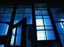 廃墟の窓ガラスとドア