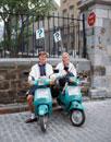 バイクに乗る外国人男性と女性 ケベック カナダ
