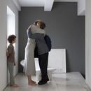 抱合う母と息子