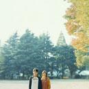 公園に立つカップル