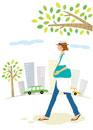 枯れ木を背景に 歩いている女性