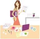 机の前に立っている仕事中の女性