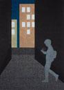 夜のビルの間で携帯を覗く女性