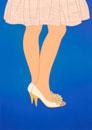 スカートとフラワーモチーフのパンプス