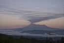 木曽駒高原より望む噴火直後の御嶽山