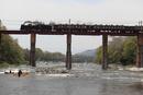 蒸気機関車 C58「SLパレオエクスプレス」荒川の鉄橋を渡る