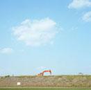 多摩川河川敷と建設機械