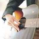 ギターを弾く手