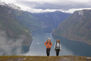 Norway, Fjord Norway, Aurlandsfjord, Couple hiking