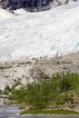 Norway, Nigardsbreen, Tourists on glacier tongue