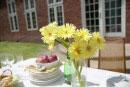 庭のテーブルの花