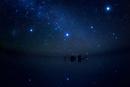 ウユニ湖に沈む大マゼラン星雲・竜骨・大犬座と湖面の星