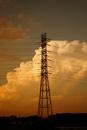 夕暮れの入道雲と鉄塔