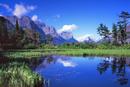 水に映る山脈