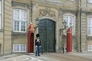 アマリエンボー宮殿と衛兵