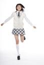 ジャンプする女子高校生