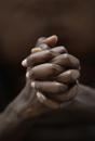 20代黒人男性の手元のビューティーイメージ