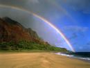 カララウビーチにかかる虹