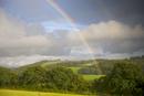 農業地帯にかかる虹