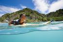 小笠原の海でサーフボードに乗る男の子