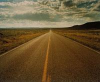 荒野のまっすぐに伸びる道 ニューメキシコ州 アメリカ 00117010041| 写真素材・ストックフォト・画像・イラスト素材|アマナイメージズ
