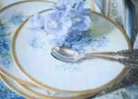 花柄の皿とスプーン