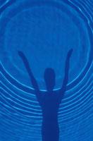 水紋とシルエット 00253001092V| 写真素材・ストックフォト・画像・イラスト素材|アマナイメージズ