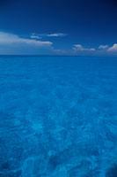 青い海の水平線と青空 バハマ