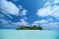 海に浮かぶ小島と青い空 モルディブ 00253010038| 写真素材・ストックフォト・画像・イラスト素材|アマナイメージズ