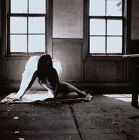 天使の女性イメージ(室内) B/W