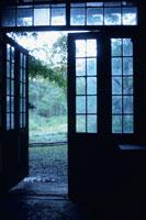 庭に通じる扉