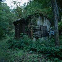 山の中の廃墟