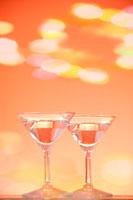 並んだ2つのグラス 00268010615| 写真素材・ストックフォト・画像・イラスト素材|アマナイメージズ