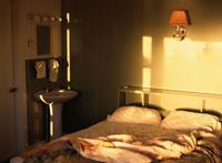 ベッドのある室内 00293019425| 写真素材・ストックフォト・画像・イラスト素材|アマナイメージズ